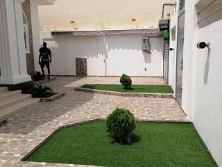 Villa meublée de 5 chambres et salon sanitaires à louer, Calavi - Arconville