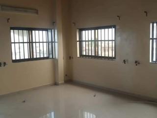 Appartement de 03 chambres salon à Fidjrossè Aïbatin