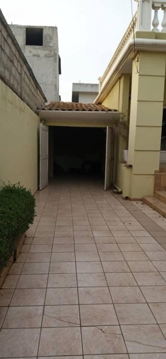 location-villa-de-7-chambres-salon-avec-piscine-a-fidjrosse-big-7