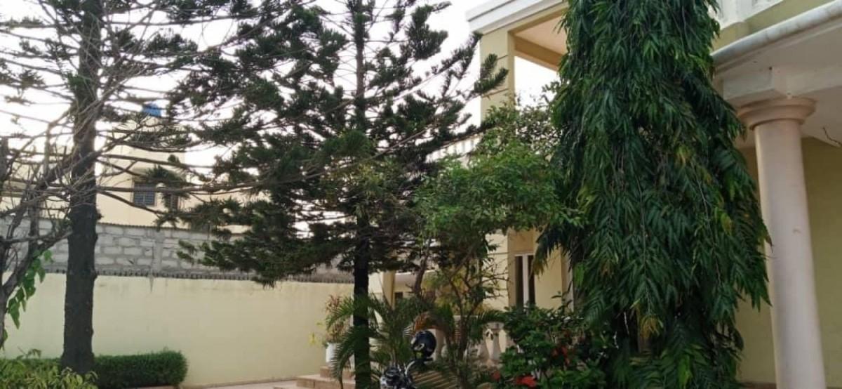 location-villa-de-7-chambres-salon-avec-piscine-a-fidjrosse-big-3