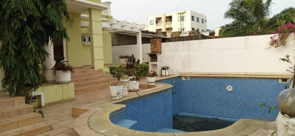 location-villa-de-7-chambres-salon-avec-piscine-a-fidjrosse-big-1