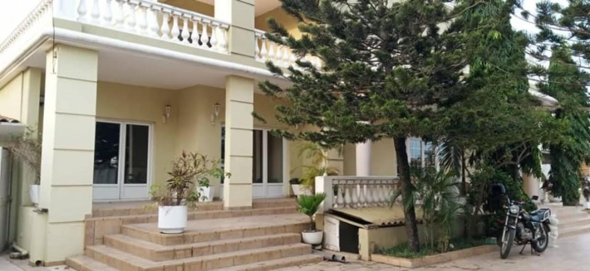 location-villa-de-7-chambres-salon-avec-piscine-a-fidjrosse-big-0