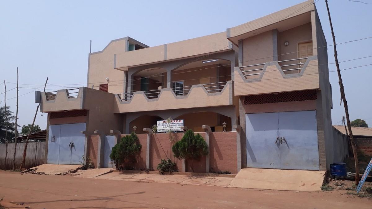 villa-hotel-chambres-climatisees-ou-ventilees-a-bohicon-big-0