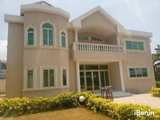 A louer: Villa duplex avec piscine de haut Standing à Akpakpa
